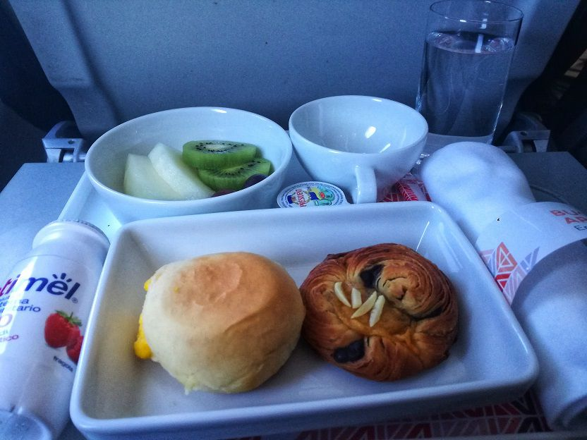 Breakfast business class Alitalia A320 (2)